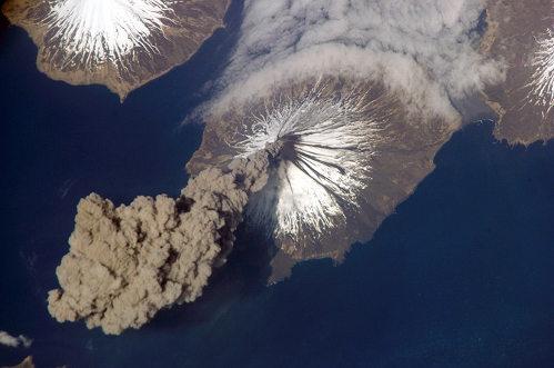 Извержения вулканов: космическая проекция