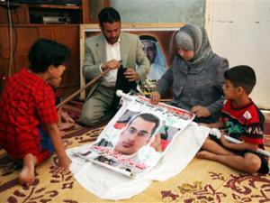 Иракского метателя ботинок одарят домом и невестой в золоте