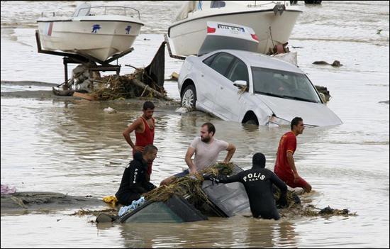 В Турции крупнейшее наводнение за последние 100 лет