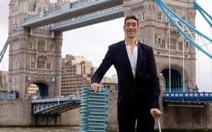 Самый высокий человек в мире - житель Турции