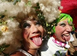 Геи и лесбиянки чаше болеют пищевыми расстройствами
