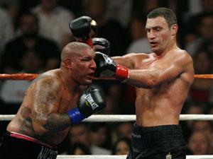 Виталий Кличко победил Криса Арреолу