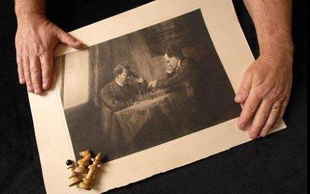 Найдена гравюра с Гитлером и Лениным за шахматами