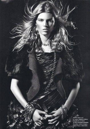 «Гендерные клещи» Марины Линчук в японском Vogue