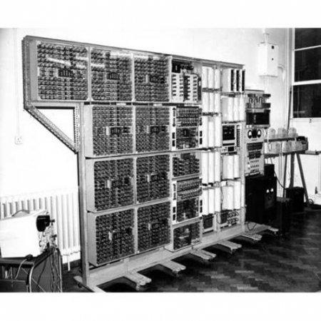"""Один из старейших компьютеров ожидает """"перезагрузка"""""""