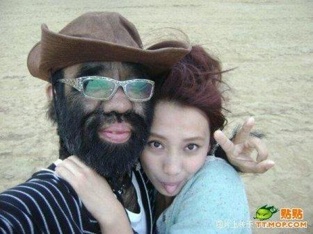 Самый волосатый человек в мире и его девушка