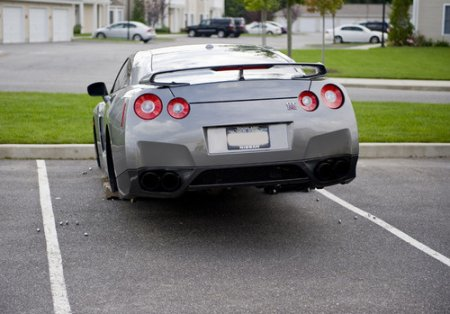 Nissan GT-R ������