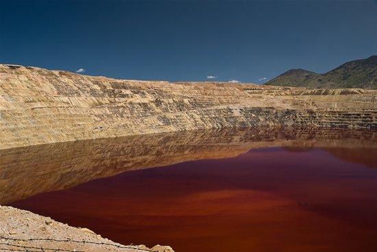 Самое токсичное озеро на планете