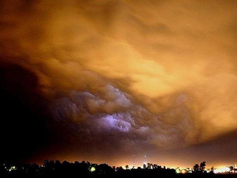 Облака перед ураганом или смерчем