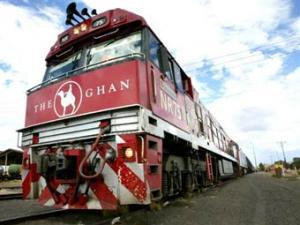 Корова сбила с рельсов туристический поезд в Австралии