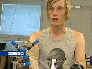 Барабанщику пересадили руку-робот