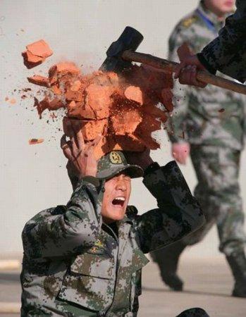 Суровые будни китайских солдат