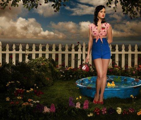 Katy Perry отдыхает на даче