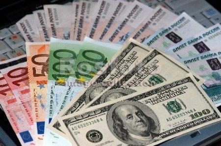 Стоит ли бояться белорусам роста недоверия к доллару?