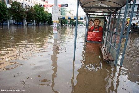 Почему минчане мокнут на остановках общественного транспорта?