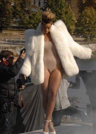 Скандальные фото певицы Rihanna