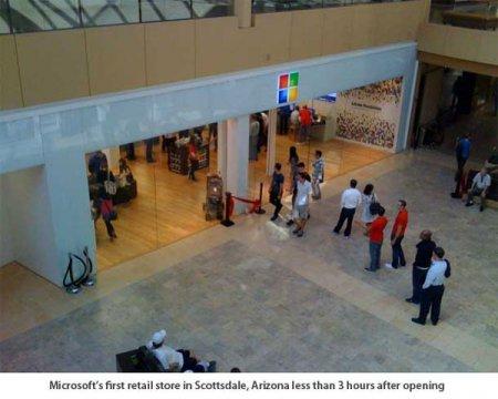 Всем пришедшим на открытие своего магазина Microsoft подарила плееры Zune. Всем шести человекам