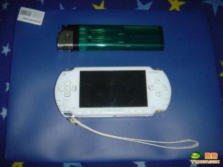 Китайцы сделали PSP размером с зажигалку!!!