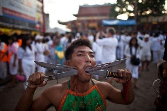 В Тайланде проходит Вегетарианский фестиваль