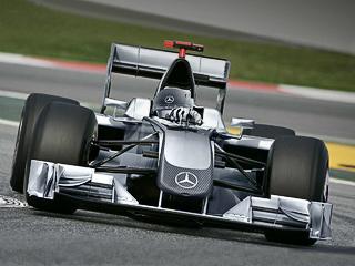 Mercedes сделает из бело-зелёных стрел серебряные