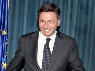 Словенский премьер почистил бутсы футболистам