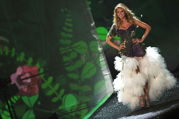 «Ангелы» Victoria's Secret приземлились в Нью-Йорке (фоторепортаж)