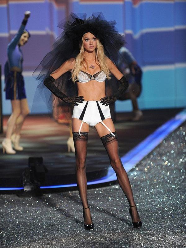 ������� Victoria�s Secret ������������ � ���-����� (������������)