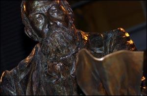 """На """"Вилла Парк"""" открыт памятник основателю Футбольной Лиги Уильяму МакГрегору"""