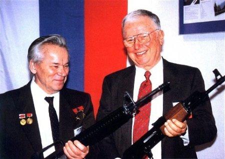 """Чье стрелковое оружие лучше: """"Калаш"""" против М16"""