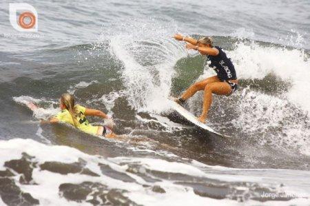 Девушки на серфах
