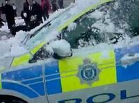 Дети заставили полицейских бежать