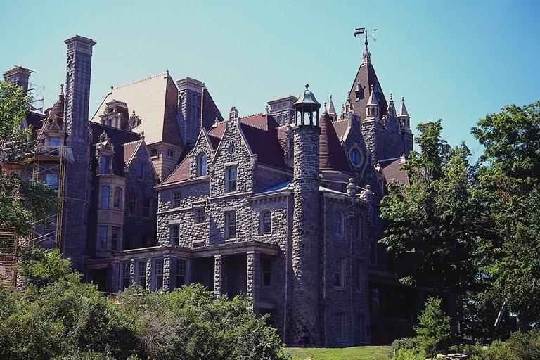 Канадский дворец бесплатно