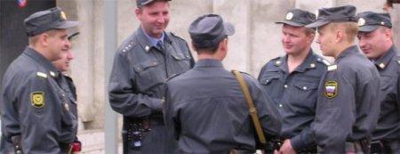 Питерские стражи правопорядка избили девушку за переход улицы