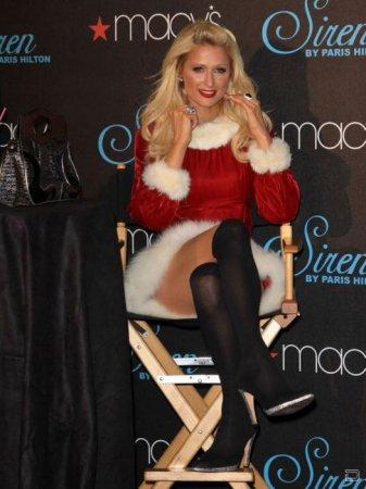 Пэрис Хилтон в рождественском платье