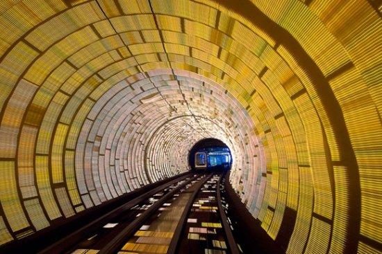 Световое шоу в метро