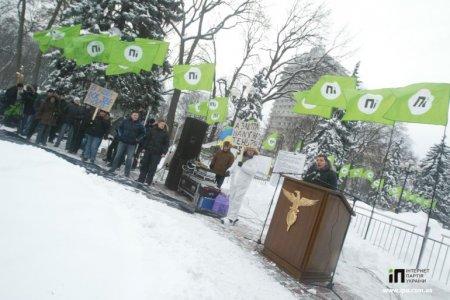 Фотографии с акции против налога на Интернет в Украине