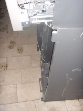 Выпотрошенный банкомат