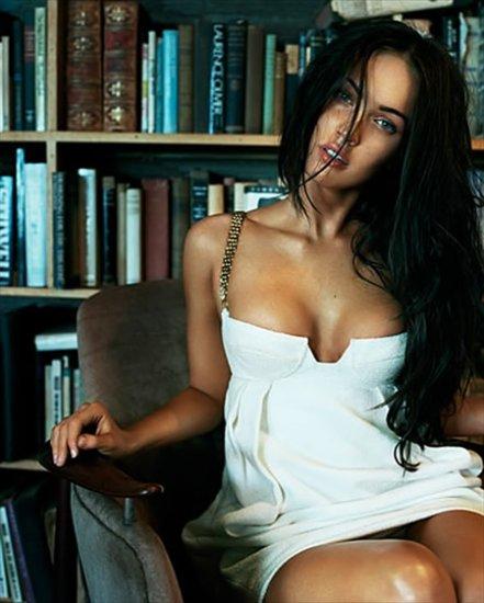 Анджелина Джоли возглавила список красавиц десятилетия