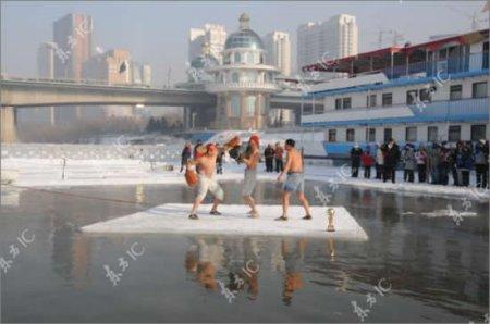 Бокс на льдине