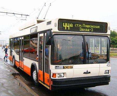Общественный транспорт Минска 1 января будет развозить пассажиров до 5.30