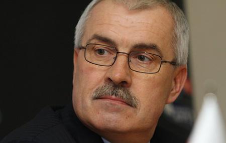 Почему Владимир Наумов не сбрил усы и не постригся наголо?..