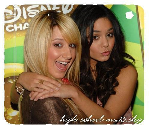 Vanessa Hadgens & Ashley Tisdale