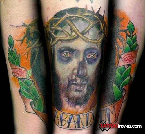 Татуировки на спине с изображением иссуса.