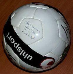 Мяч с автографом Виктора Гончаренко продан за два миллиона рублей