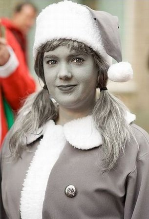 Необычная Санта на параде Сант
