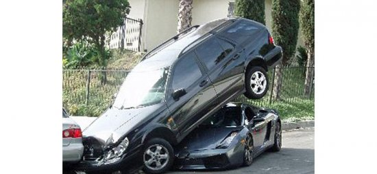 Lamborghini припарковалась под Saab