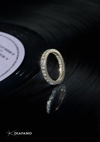 РА «Кинограф» показало бриллианты на чае, шоколаде, кружевах и другом черном фоне
