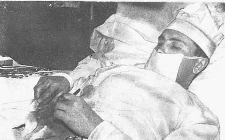 Человек, сделавший операцию самому себе