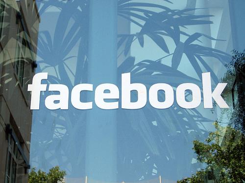 Британский гангстер руководил подчиненными из тюрьмы через Facebook.COM