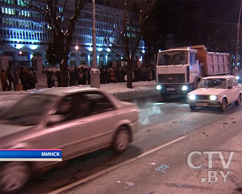 Чудовищная авария в центре Минска: на проспекте Независимости лоб в лоб столкнулись два автомобиля